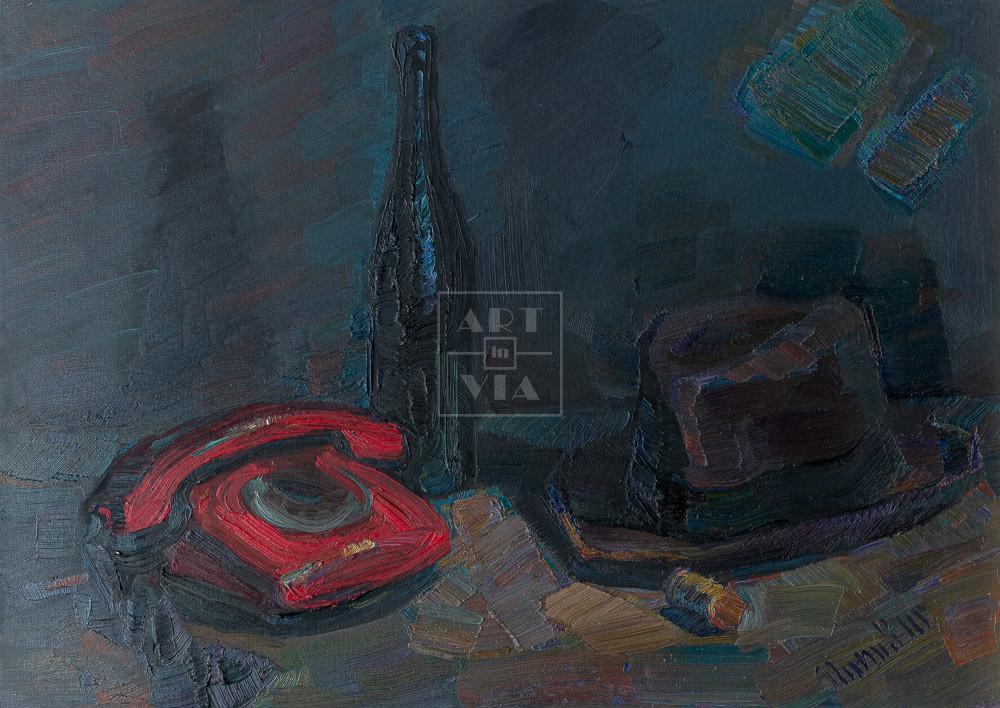 Картина. Натюрморт с красным телефоном и шляпой