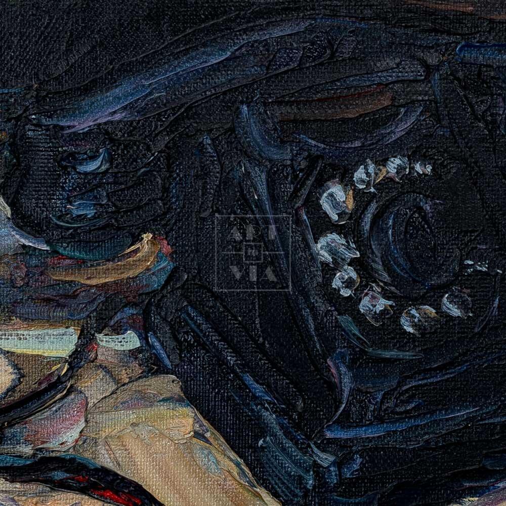 Фрагмент картины 2/3. Натюрморт с телефоном