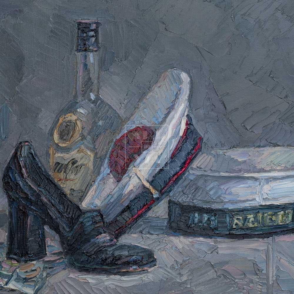 Фрагмент картины 1/3. Натюрморт с фуражками и черной туфелькой