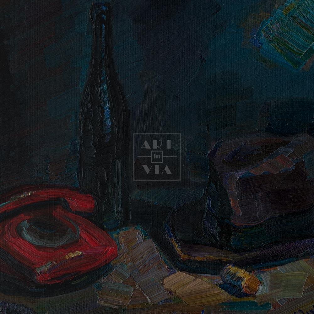 Фрагмент картины 1/3. Натюрморт с красным телефоном и шляпой