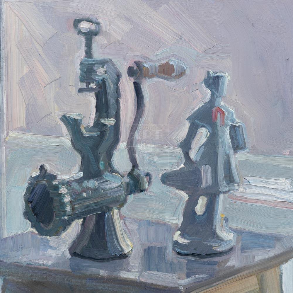 Фрагмент картины 1/3. Натюрморт со статуэткой на табурете