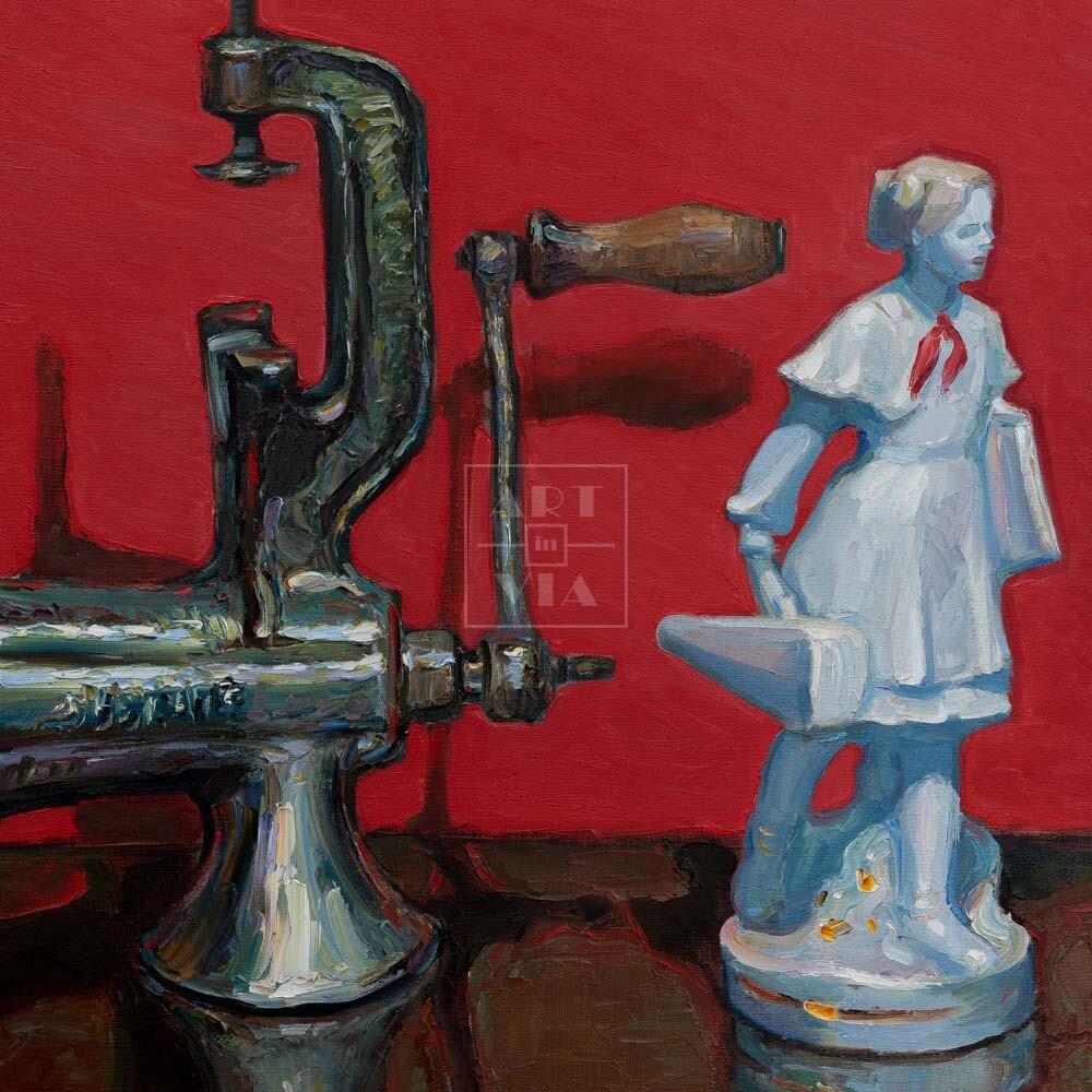 Фрагмент картины 1/3. № 2. Натюрморт со статуэткой пионерки