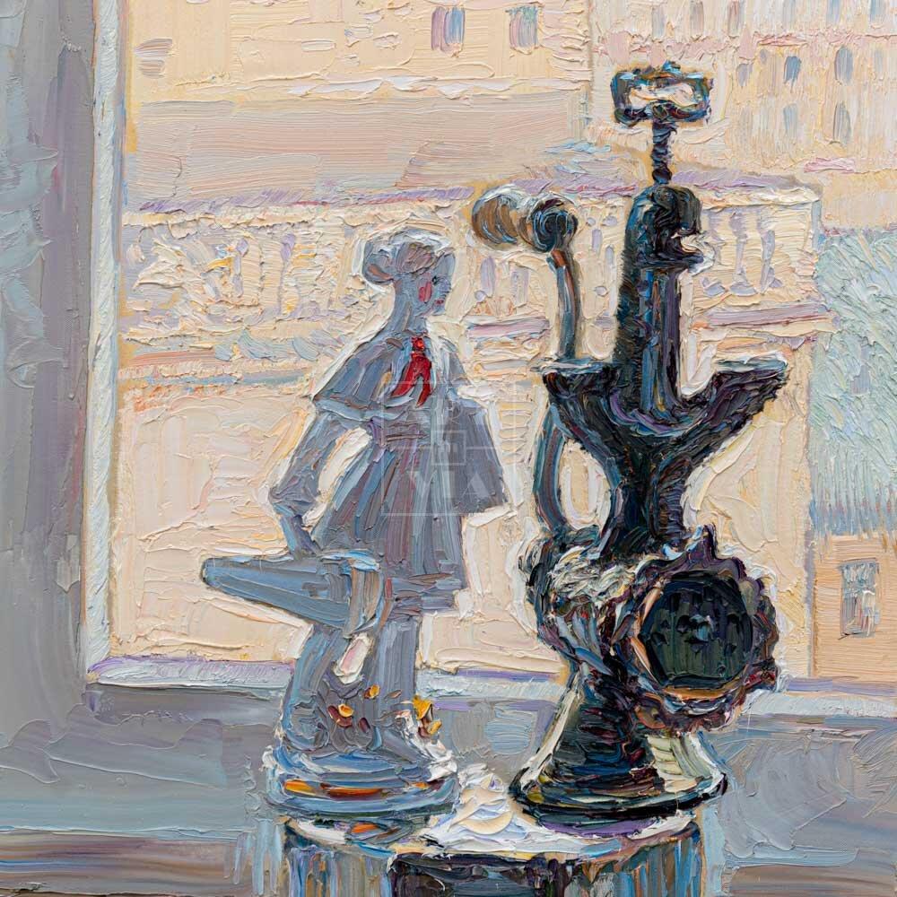 Фрагмент картины 1/3. № 3. Натюрморт со статуэткой и мясорубкой