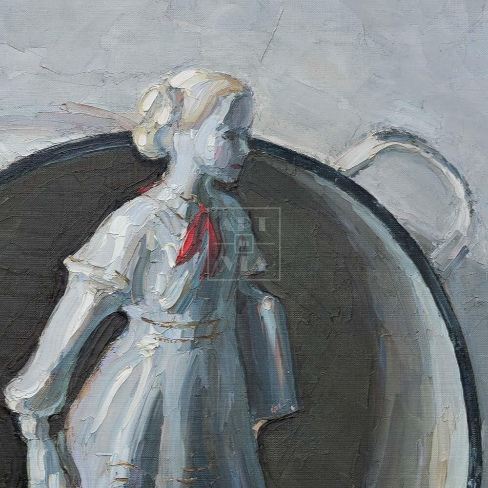 Фрагмент картины 3/3. Натюрморт со статуэткой пионерки и кастрюлей