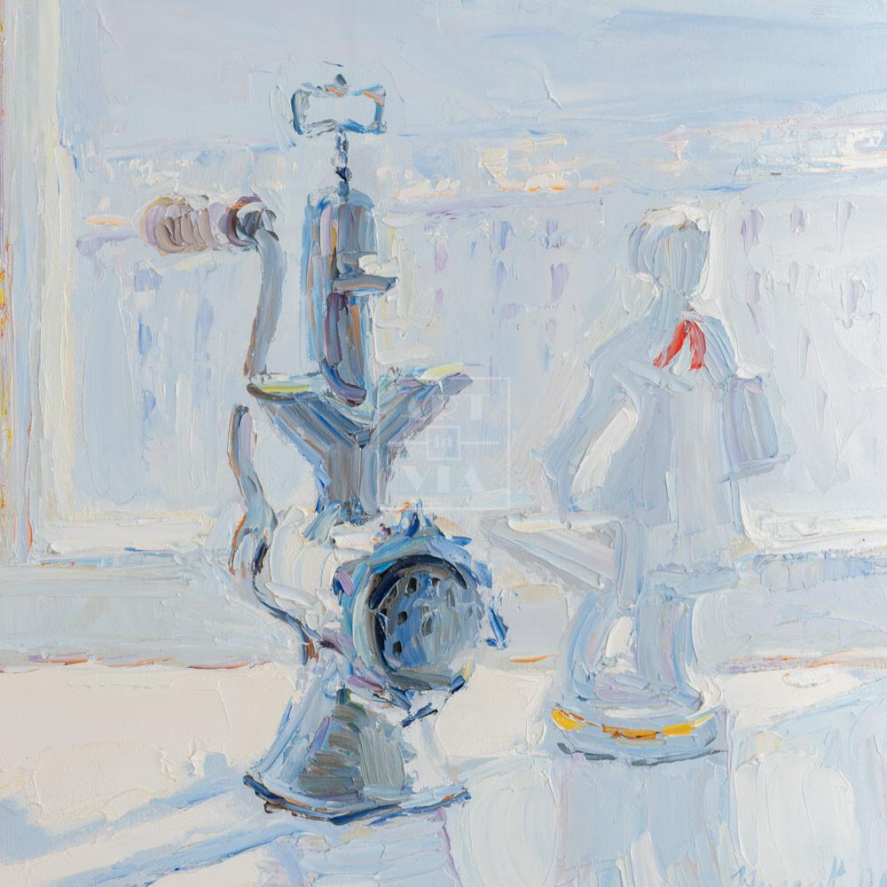 Фрагмент картины 1/3. № 10. Натюрморт со статуэткой и мясорубкой